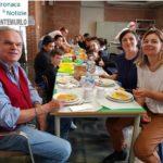 Il sindaco e l'assessore a pranzo alla mensa della primaria di Morecci