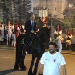 Il sindaco Calamai a cavallo chiude l'edizione 2019 del Corteggio storico