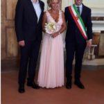 Marco ed Emy sposi, fiori d'arancio in Comune a Montemurlo