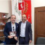 Il saluto del sindaco Calamai al preside Tiziano Pierucci