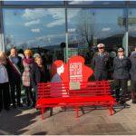 Una panchina rossa per dire no alla violenza contro le donne