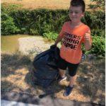 """Il sindaco Calamai """"premia"""" il piccolo Filippo, la sentinella dell'ambiente che ha ripulito il torrente Bagnolo dall'inciviltà"""